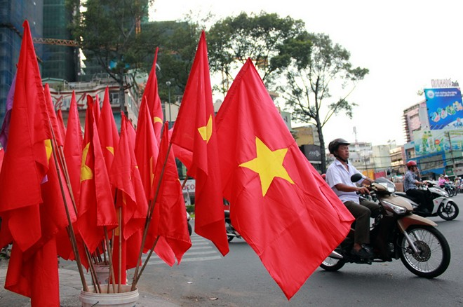 treo cờ tổ quốc